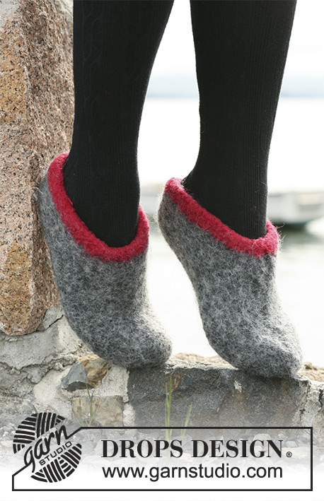 DROPS 104-4 - Felted DROPS slippers in Eskimo