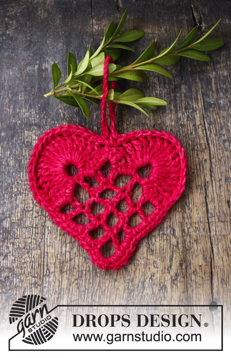 DROPS 104-46 - Elegant Christmas heart in Cotton Viscose and Glitter.