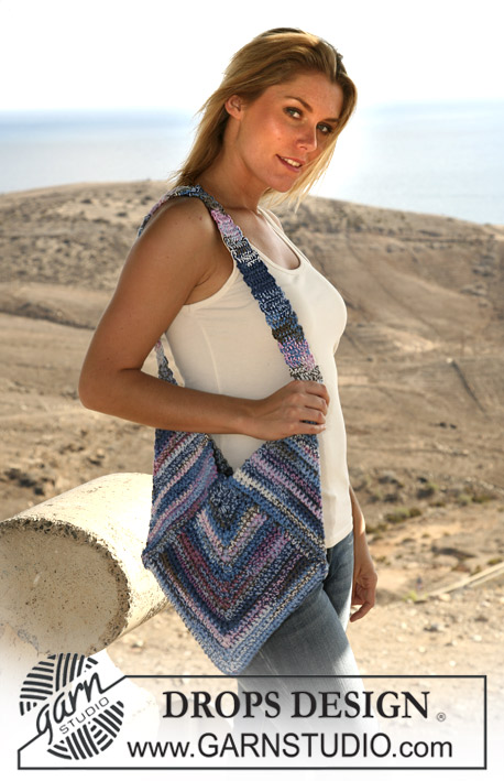 DROPS 106-16 - DROPS crochet triangle bag in double thread Muskat Soft.