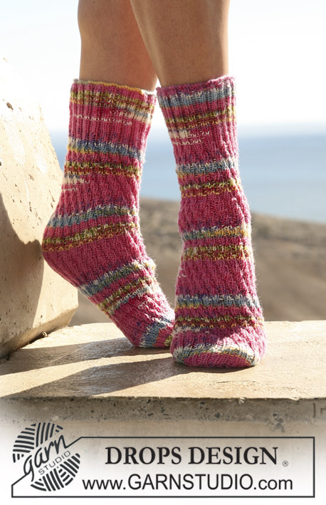 "DROPS 106-18 - DROPS tube sock in ""Fabel"""