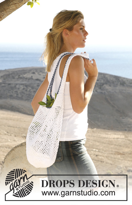 DROPS 106-35 - Crocheted and knitted bag/tote bag with lace pattern in DROPS Muskat