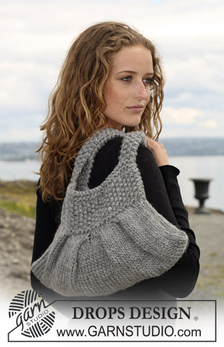 "DROPS 109-13 - Knitted DROPS bag with pleats in ""Eskimo""."