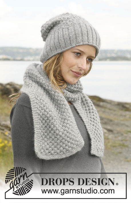 Suzelle / DROPS 109-26 - Set comprising: DROPS hat and scarf with berry pattern in Alpaca and Kid Silk.
