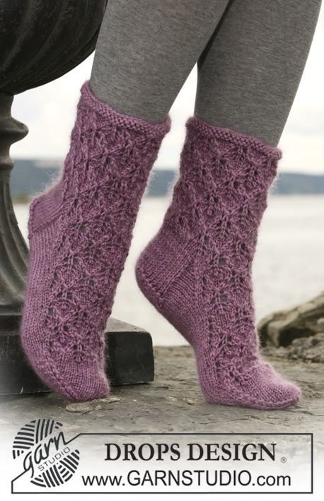 DROPS 109-34 - DROPS socks with lace pattern in Kid-Silk and Karisma or Merino.
