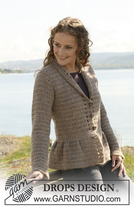 "DROPS 109-45 - Crochet DROPS jacket with collar and pleats in ""Silke-Tweed"" and ""Alpaca"" and crochet border in ""Vivaldi"". Size S - XXXL."