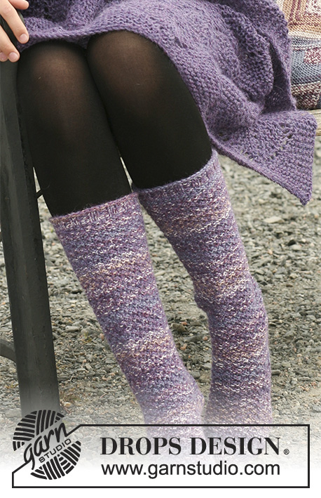 Orchid Warmth / DROPS 109-61 - Blanket in lace pattern in 2 threads DROPS Alpaca and Socks in double moss st in DROPS Fabel and Alpaca.