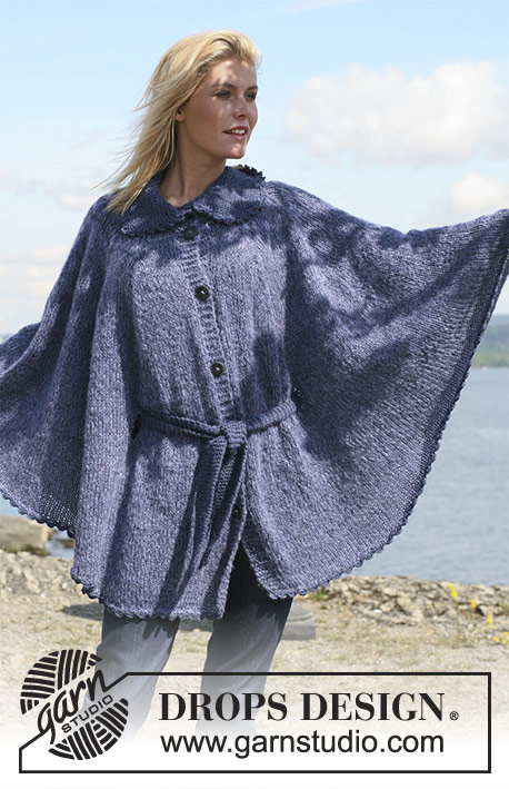 "In Flight / DROPS 110-18 - DROPS cape in ""Alpaca"" and ""Vivaldi"" with buttons and belt. Size S - XXXL."