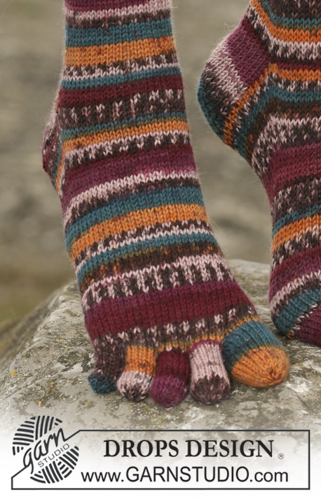 DROPS 110-33 - DROPS socks with toes in Fabel. 