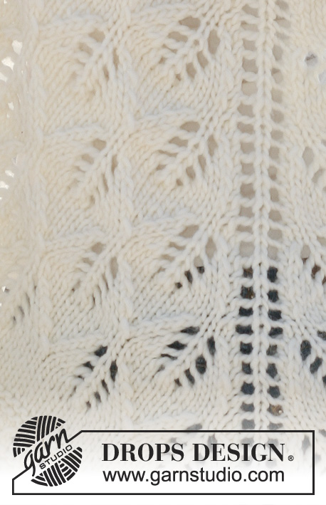 "Folie / DROPS 112-2 - Knitted DROPS shawl with lace pattern in ""Snow""."