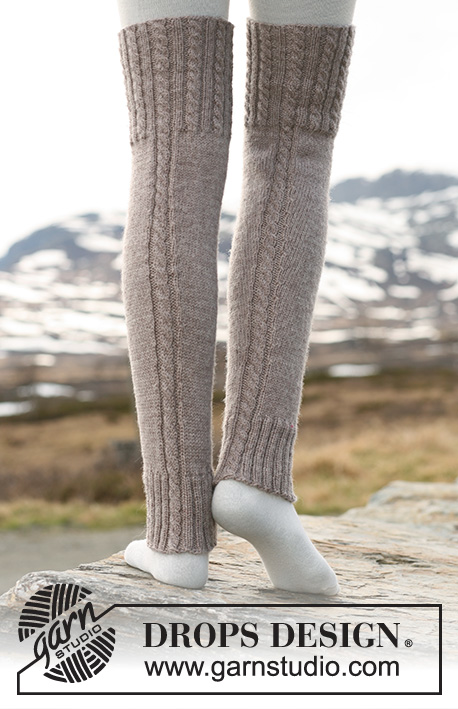 "Woolly Trotters / DROPS 114-7 - DROPS leg warmers in ""Karisma"" with cables."