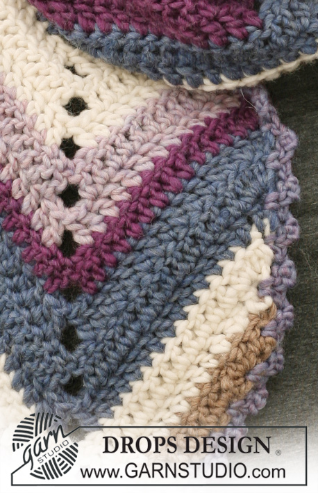 "North & South / DROPS 117-16 - Crochet DROPS scarf with STRIPES in ""Eskimo""."