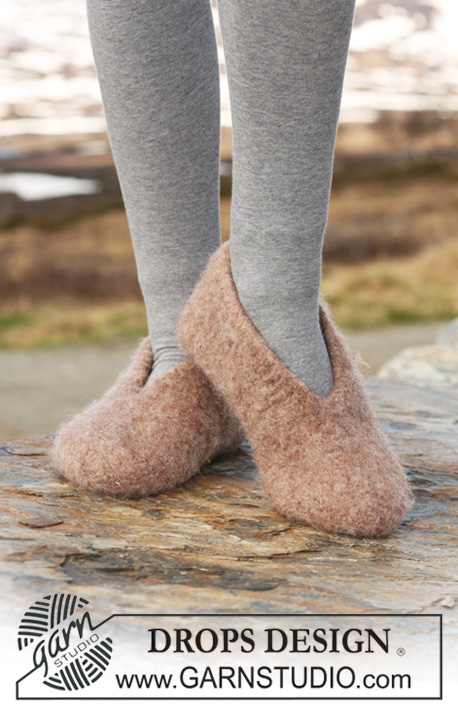 "DROPS 117-33 - Felted DROPS slipper in ""Eskimo"". 