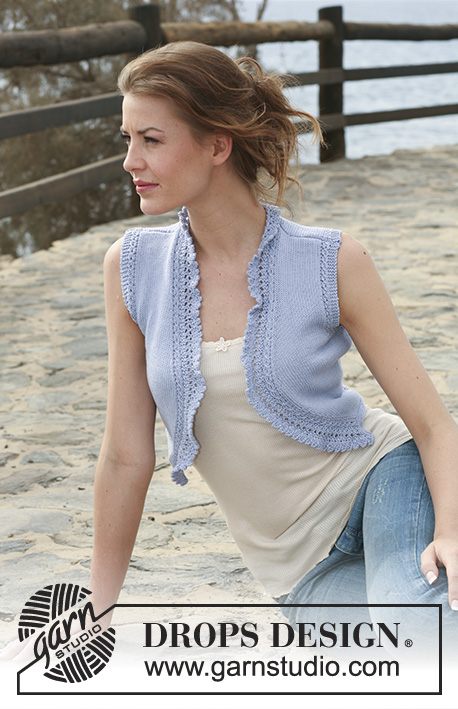 "Pristina / DROPS 118-38 - Short DROPS waistcoat in ""Safran"" with lace pattern along front bands.  Size XS to XXL."