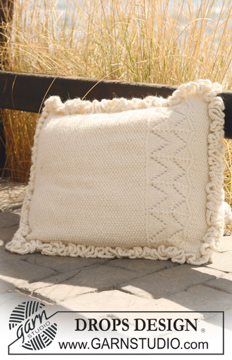 "Snow Bunting / DROPS 118-44 - Knitted DROPS cushion cover with flounce border in 2 threads ""Alpaca""."