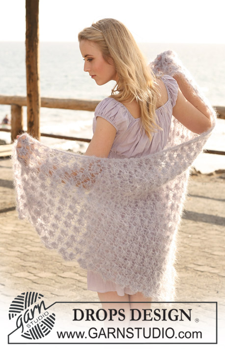 "Phoebe / DROPS 119-14 - Knitted DROPS shawl with berry pattern in ""Vienna"" or Melody."