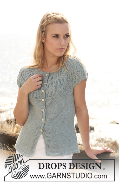 Odette Cardigan / DROPS 119-8 - DROPS Jacket in 2 threads Alpaca with short sleeves and shirred pattern on yoke. Size S - XXXL
