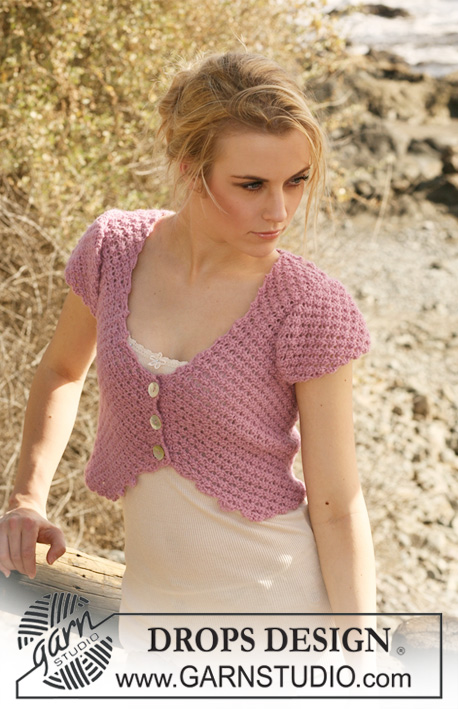 "Miriam / DROPS 120-25 - Short DROPS top in 2 threads ""Alpaca"" with short sleeves and berry pattern. Size S – XXXL."