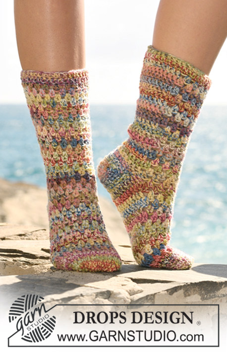 "Taffy / DROPS 120-34 - Crochet DROPS socks in 2 threads ""Fabel""."