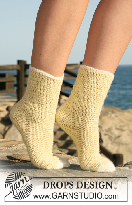 "Lemon Drops / DROPS 120-35 - Crochet DROPS socks in ""Alpaca""."