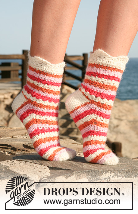 "Summer Sorbet Socks / DROPS 120-37 - Crochet DROPS socks in ""Alpaca"" with stripes and lace pattern. Size 35 to 43."