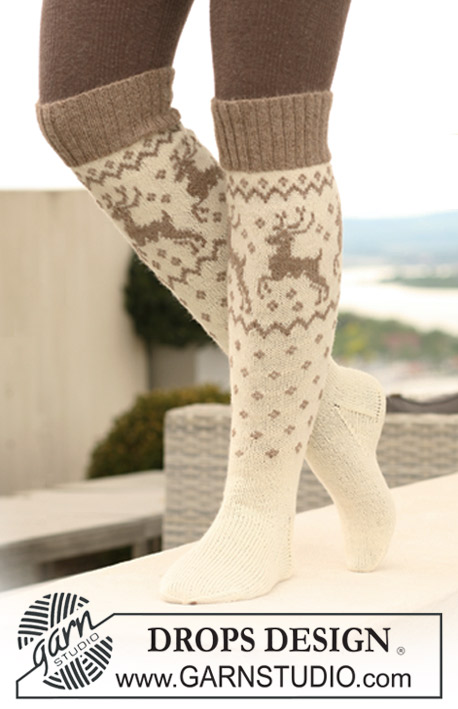 "Oh Deer Socks! / DROPS 122-17 - Knitted DROPS socks with reindeer in ""Fabel"" and ""Alpaca""."