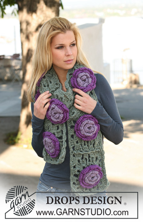 "Field of Lilies / DROPS 124-7 - Crochet DROPS scarf with flowers in ""Eskimo""."