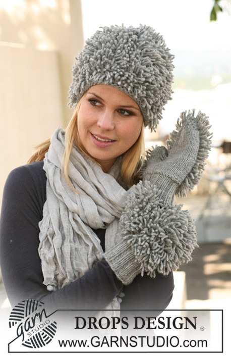 "DROPS 125-18 - Set comprises: Knitted DROPS hat and mittens in loop knitting in ""Nepal""."