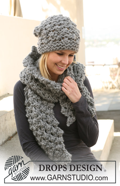 Princess Pebbles / DROPS 125-20 - Set comprises: Knitted DROPS hat and scarf with berry pattern in Polaris.