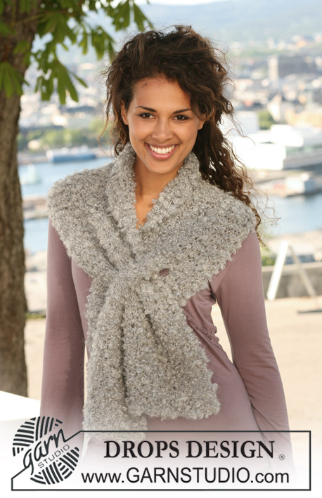 "DROPS 125-6 - DROPS scarf in garter st in ""Puddel""or 2 threads Alpaca Bouclé."