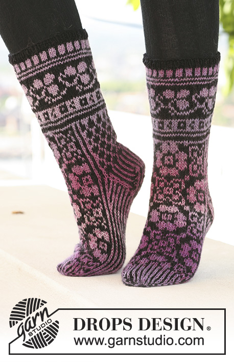 Ring of Roses Socks / DROPS 126-4 - DROPS socks with pattern in Delight and Fabel.