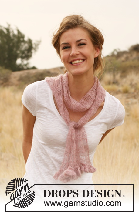 "Always Ready / DROPS 127-10 - Knitted DROPS scarf with long stitch pattern in ""Vivaldi""."