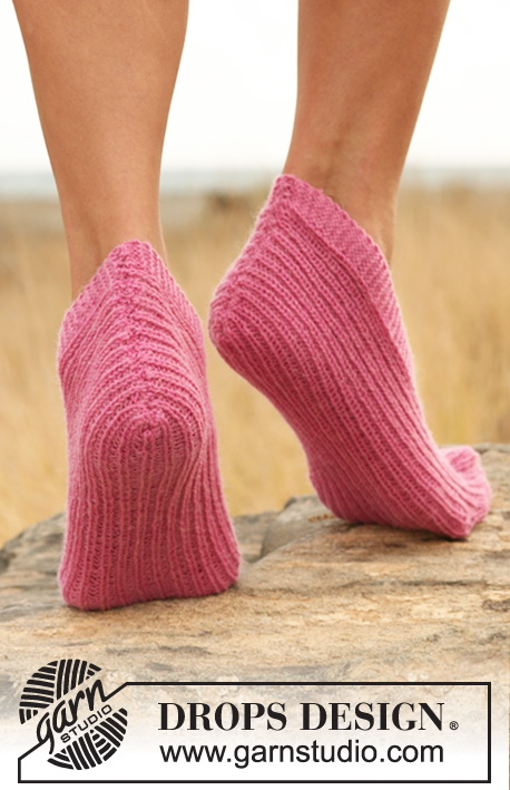 Pink Blink / DROPS 127-34 - Knitted DROPS slippers in rib in Fabel.