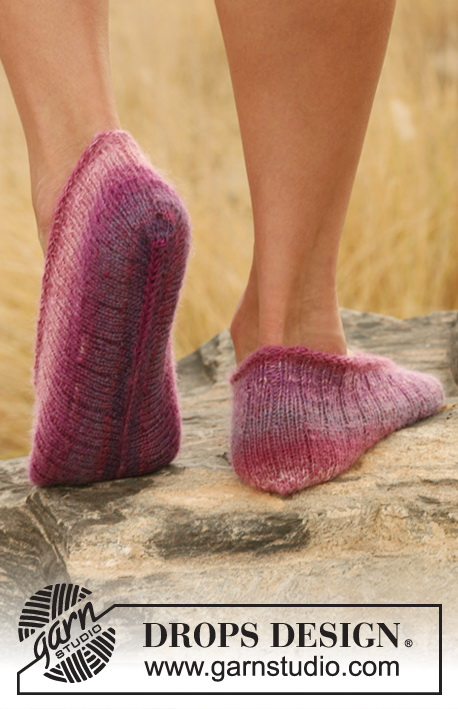 "Tim Tam / DROPS 129-19 - Knitted DROPS slippers in rib in ""Delight""."