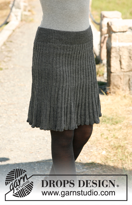 "First Lady / DROPS 131-4 - Knitted DROPS skirt in ""Fabel"" or Flora. Size: S - XXXL."