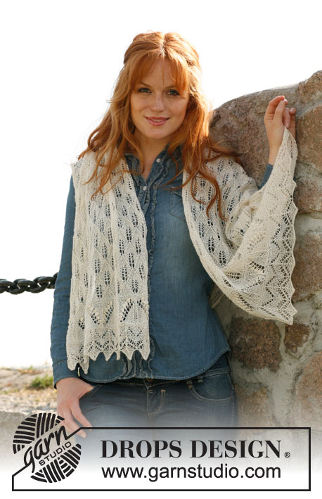 "Whispering Lace / DROPS 133-16 - Knitted DROPS shawl with lace pattern and bobbles in ""Lace""."