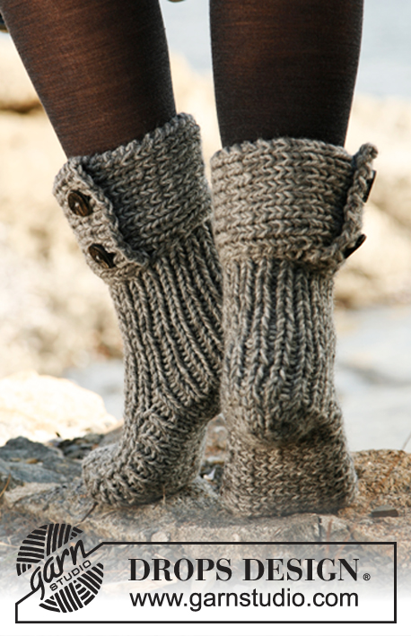 Free Knitting Pattern For Moon Socks : Moon Socks / DROPS 134-42 - Knitted DROPS slippers in 2 strands