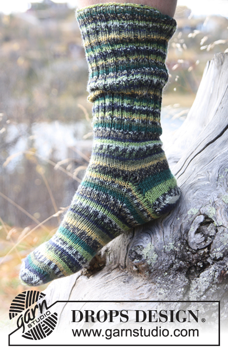Woodlands / DROPS 135-12 - Knitted socks for men in rib and stocking st, in 1 thread DROPS Fabel. Size 38-46