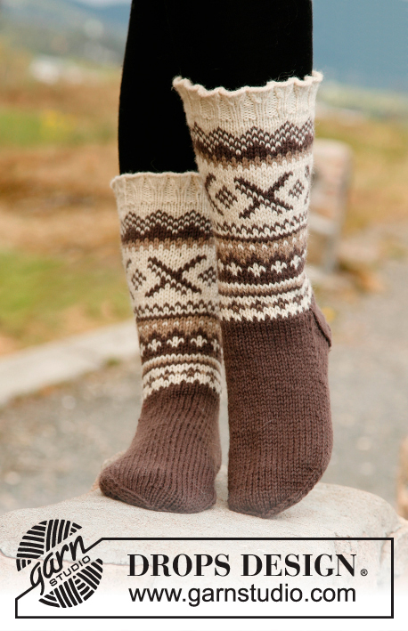Denver / DROPS 135-44 - Knitted socks for men with Nordic pattern and flounce, in DROPS Karisma.