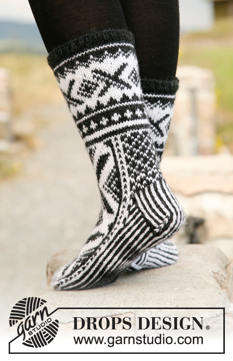 Shadowfax / DROPS 135-7 - Knitted socks for men, with Nordic pattern in DROPS Karisma.