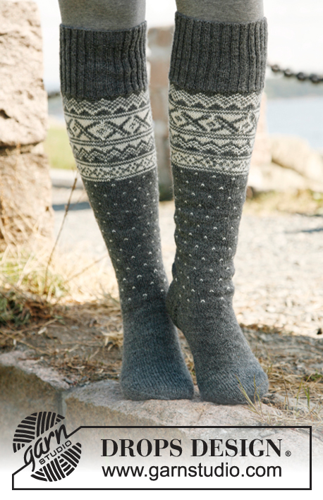 Snowfall / DROPS 135-8 - Knitted socks for men, with Nordic pattern in DROPS Fabel. Size 35-46