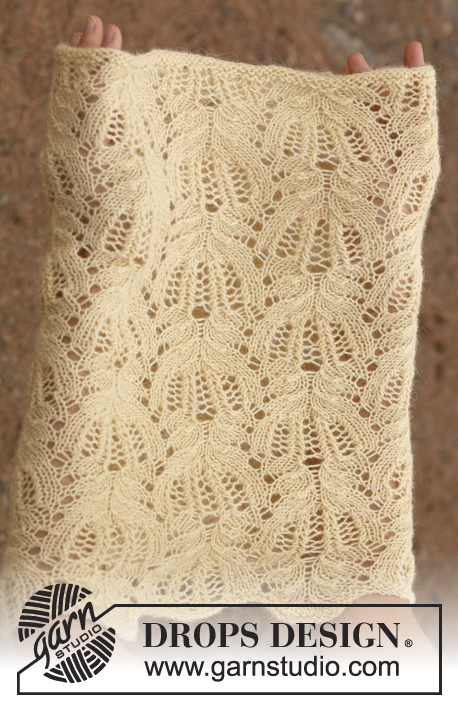"Buttercream / DROPS 137-13 - Knitted DROPS neck warmer with lace pattern in ""Alpaca""."
