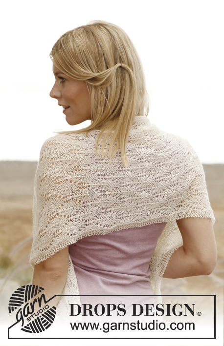 "New Leaf / DROPS 138-15 - Knitted DROPS shawl with lace pattern in ""Lace""."