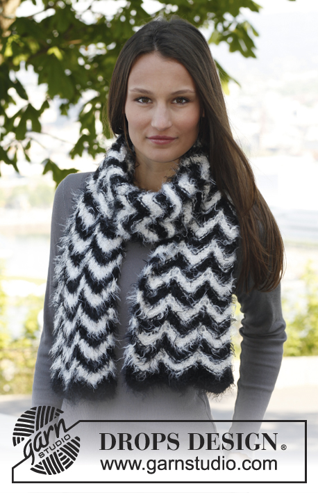 "Zebra / DROPS 140-29 - Knitted DROPS scarf with zigzag pattern in ""Symphony"" or Melody."