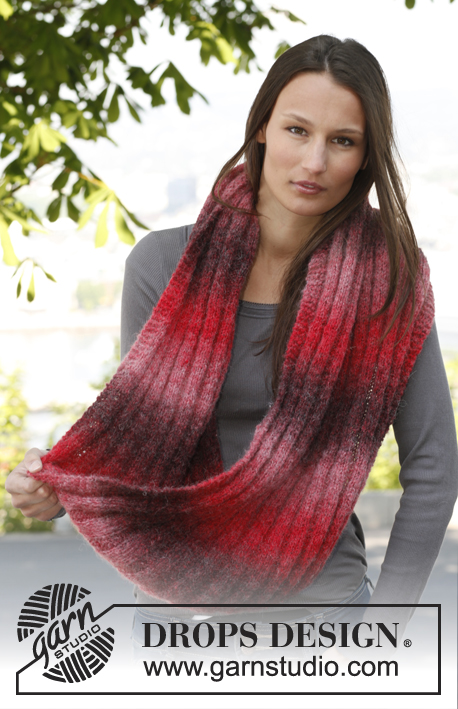 "Natascha / DROPS 140-5 - Knitted DROPS neck warmer with rib in ""Verdi""."