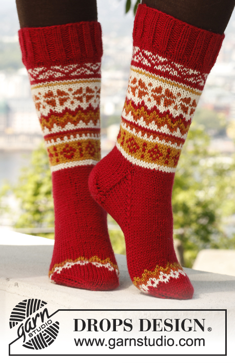 "Sweet Scarborough Socks / DROPS 140-9 - Knitted DROPS socks with Norwegian pattern in ""Karisma""."