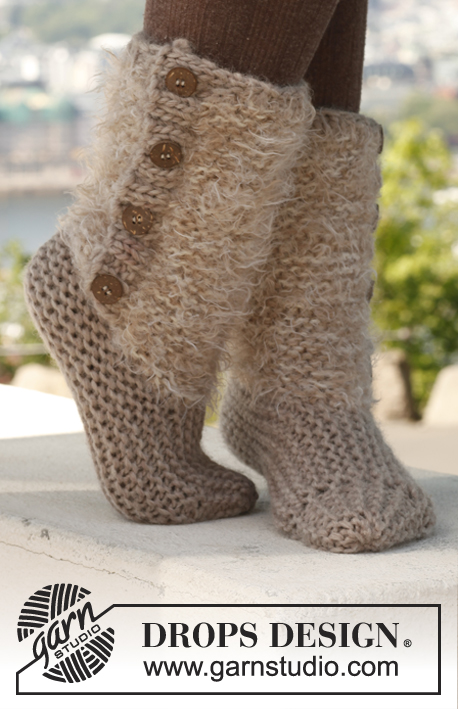 Moscow / DROPS 142-25 - Knitted DROPS slippers in 2 threads in Symphony or Melody and Eskimo.