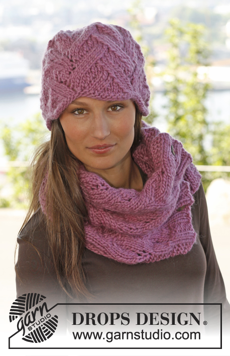 "Nikita / DROPS 142-27 - Knitted DROPS hat and neck warmer with lace pattern in ""Andes""."