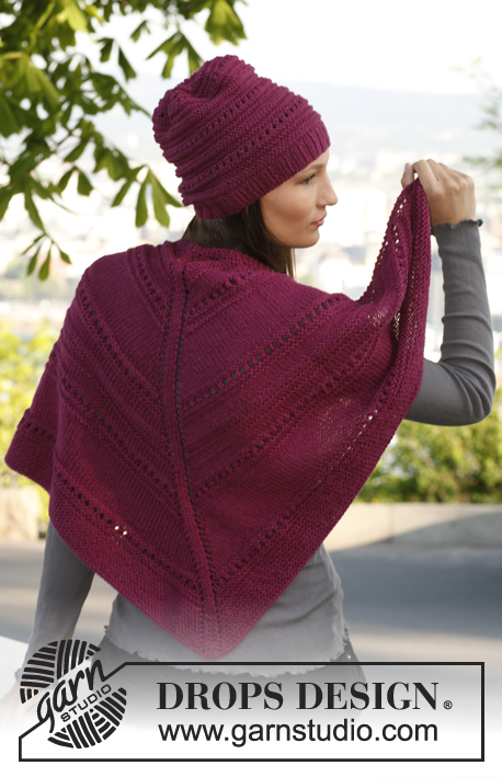 "Aubergine / DROPS 142-29 - Knitted DROPS hat and shawl with simple textured pattern in ""Karisma""."