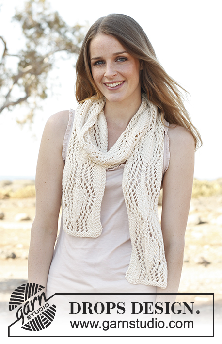 Alessia / DROPS 146-26 - Knitted DROPS scarf with lace pattern in Big Merino.
