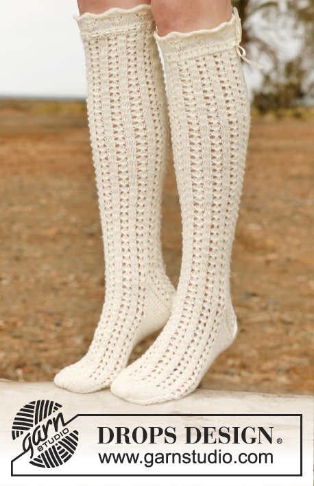 Eleonora / DROPS 146-37 - Knitted DROPS stockings with lace pattern in Fabel.